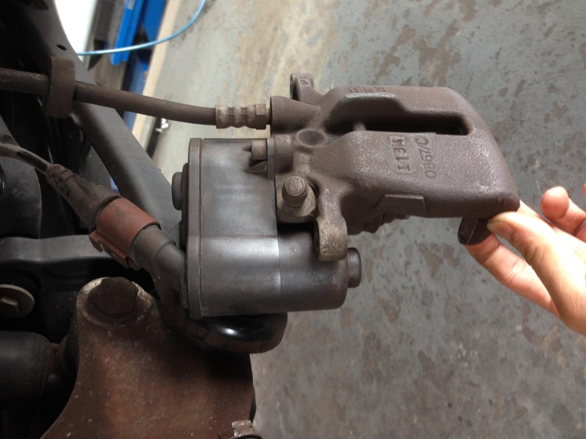 電動パーキングブレーキ車 ブレーキパッド交換